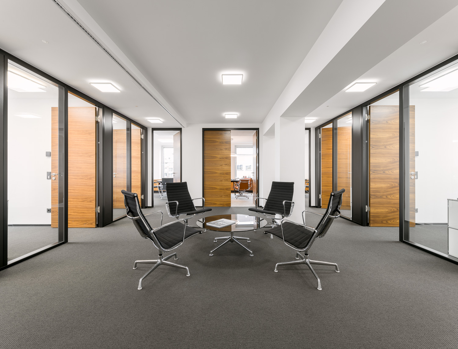 Interior partitions for the headquarters of ART-Invest, the largest German real estate fund